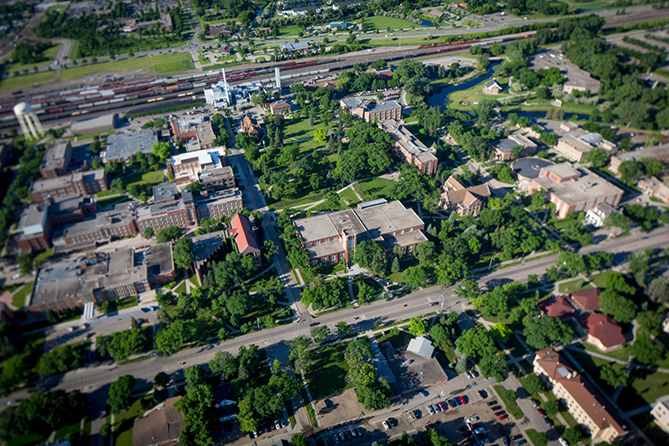 und campus from drone